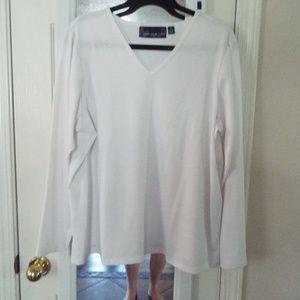 Susan Graver 1X white long sleeve V neck shirt